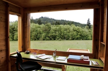Outdoor-Modern-Writers-Retreat-3
