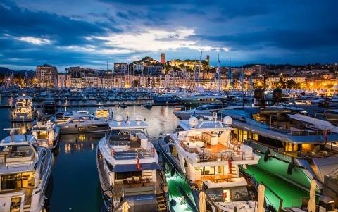 Cannes-Yachting-festival-2015-night-photo