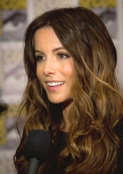 Kate_Beckinsale_2011_Comic-Con_(truer_color).jpg